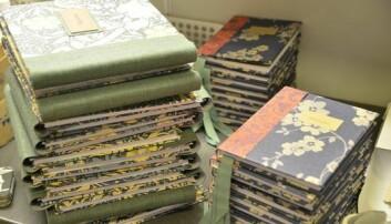 NOTATBØKER: De dekorative notatbøkene som produseres i verkstedet er populære. (Foto: Synnøve Prytz Berset)