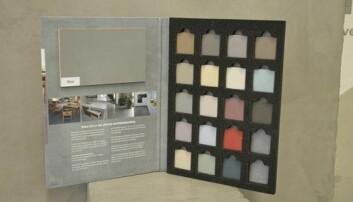 STANDARDFARGER: Dette er de 20 standardfargene i Betoncire i flytende form. De kan leveres i medium eller fin. (Foto: Synnøve Prytz Berset)